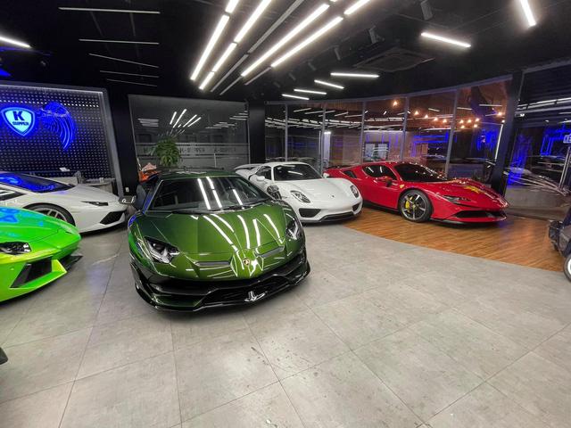Lamborghini Aventador SVJ màu độc nhất vô nhị vừa về Việt Nam nằm trong showroom siêu xe trăm tỷ tại Sài Gòn - Ảnh 1.