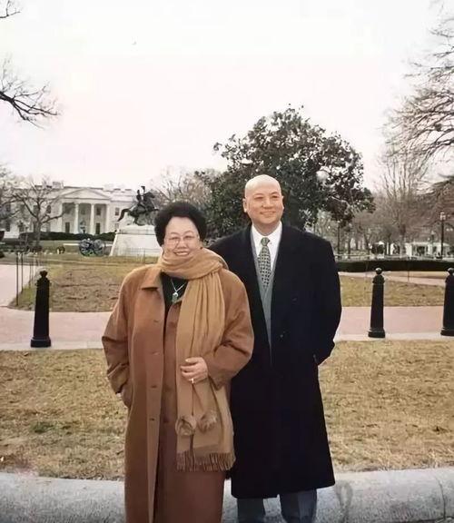 Nữ tỷ phú BĐS hàng đầu Trung Quốc và chuyện tình đũa lệch với diễn viên đóng Đường Tăng: Không có con chung, chẳng màng tiền tài, vẫn hạnh phúc suốt 30 năm như thuở đầu - Ảnh 4.