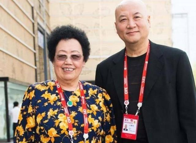 Nữ tỷ phú BĐS hàng đầu Trung Quốc và chuyện tình đũa lệch với diễn viên đóng Đường Tăng: Không có con chung, chẳng màng tiền tài, vẫn hạnh phúc suốt 30 năm như thuở đầu - Ảnh 7.