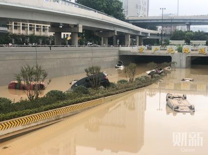 Bi kịch bên trong đường hầm Trung Quốc bị mưa lũ nhấn chìm - Ảnh 4.