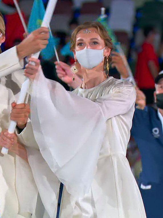 Nữ thần hot nhất Lễ khai mạc Olympic Tokyo 2020 vừa xuất hiện đã hớp hồn khán giả, dân mạng truy ra danh tính ngay - Ảnh 4.