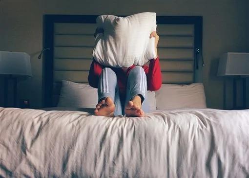 4 thói quen ngủ cực xấu, làm tăng nguy cơ tử vong nhưng nhiều người Việt lại lạm dụng, coi đó là cách để bù đắp cho sức khoẻ - Ảnh 3.