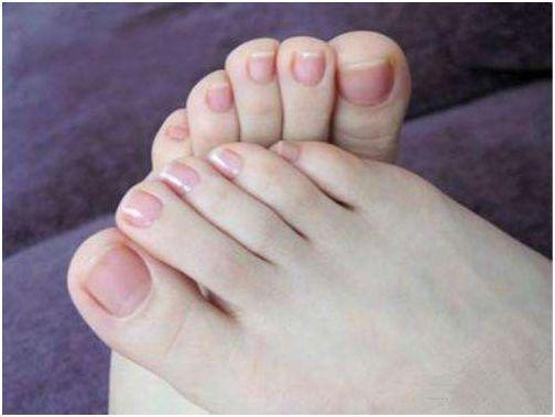 Tuổi thọ dài hay không chỉ cần nhìn vào đôi chân là biết: 5 thay đổi của bàn chân tiềm ẩn bệnh hiểm nghèo gõ cửa - Ảnh 2.