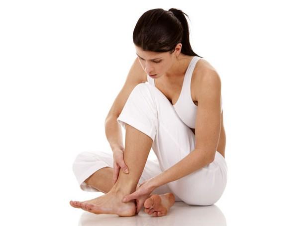 Tuổi thọ dài hay không chỉ cần nhìn vào đôi chân là biết: 5 thay đổi của bàn chân tiềm ẩn bệnh hiểm nghèo gõ cửa - Ảnh 3.