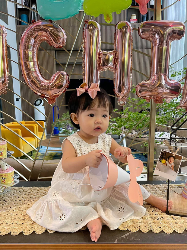 Doanh nhân Như Loan xuất hiện trong ngày thôi nôi cháu nội, vợ chồng Cường Đô La tự tay chuẩn bị tiệc, tiết lộ tên thật của con gái - Ảnh 5.