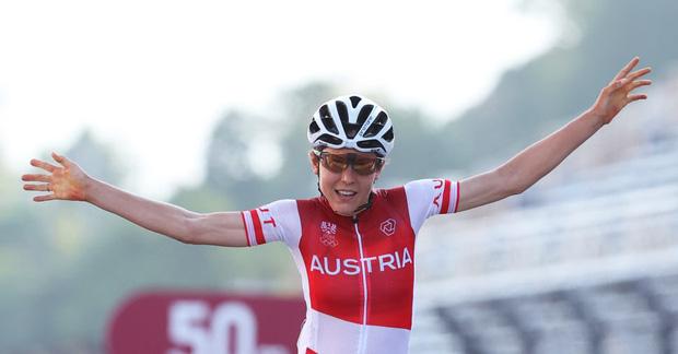 Chân dung khó tin của cô gái giành huy chương vàng đua xe đạp Olympic Tokyo: Tiến sĩ toán đi đua xe và trở thành nhà vô địch tuyệt đối - Ảnh 1.