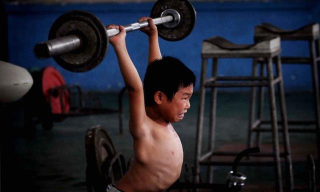 Giấc mơ vô địch Olympic của những đứa trẻ ở lò đào tạo thể thao Trung Quốc: Đánh đổi tuổi thơ bằng máu, mồ hôi và nước mắt  - Ảnh 12.