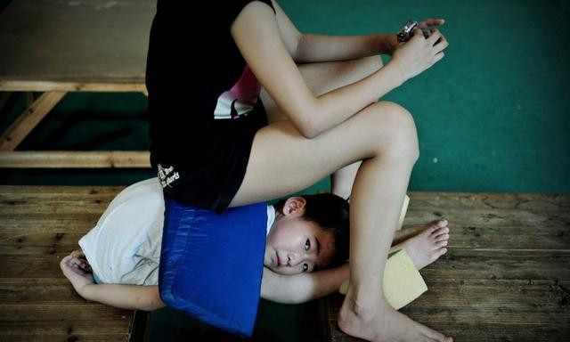 Giấc mơ vô địch Olympic của những đứa trẻ ở lò đào tạo thể thao Trung Quốc: Đánh đổi tuổi thơ bằng máu, mồ hôi và nước mắt  - Ảnh 13.