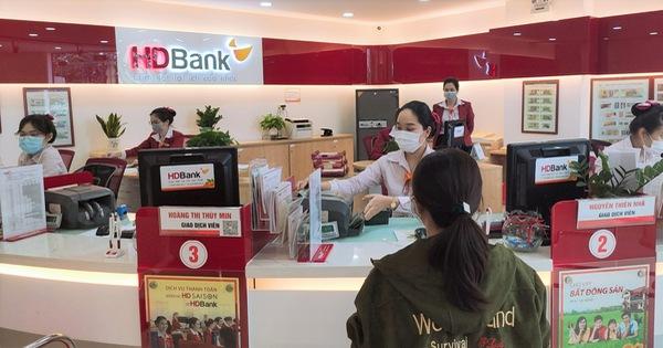 Nhiều ngân hàng tại Tp. Hồ Chí Minh thực hiện 3 tại chỗ - Ảnh 1.