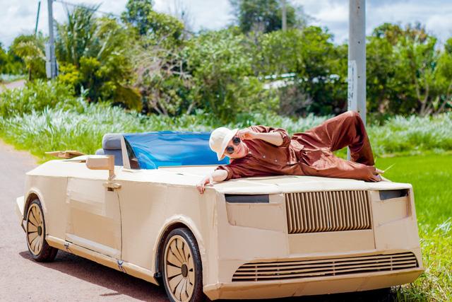 Sau Mercedes-AMG G 63, nhóm bạn Đắk Lắk tiếp tục gây sốt với Rolls-Royce Boat Tail triệu USD làm bằng bìa carton - Ảnh 1.