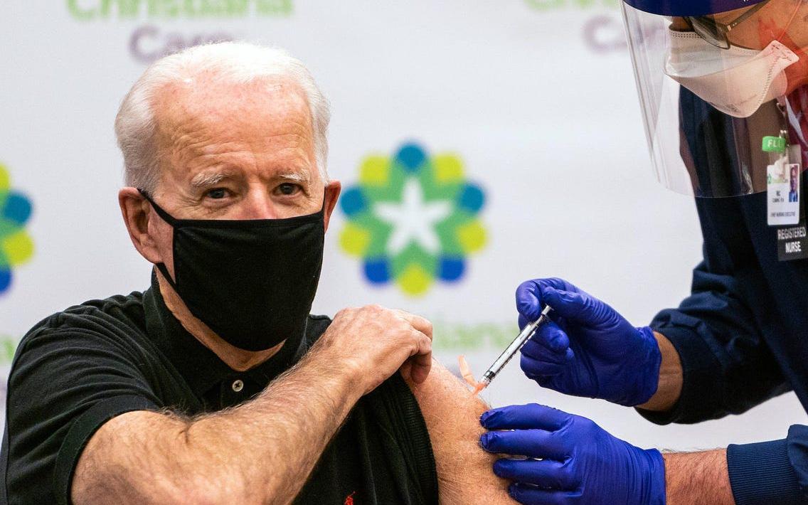 Đại dịch có nguy cơ tái bùng phát, ông Biden mạnh tay với các nhân viên công vụ không chịu tiêm vắc xin