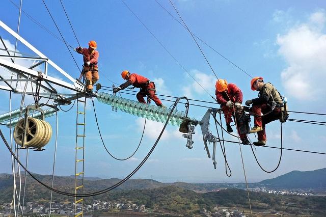 Trung Quốc thiếu điện trầm trọng, thế giới cũng gặp khó - Ảnh 1.
