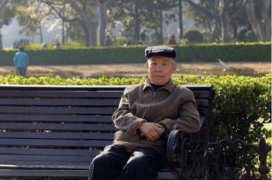 Cụ ông mắc bệnh tiểu đường nhưng vẫn khỏe khoắn: Bí quyết ổn định lượng đường trong máu nhờ tránh ăn 4 thứ, toàn món người Việt rất thích - Ảnh 1.