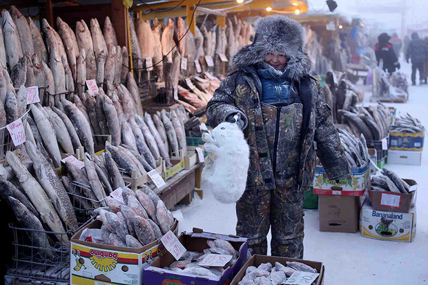 YouTuber đánh liều tới thăm thành phố lạnh nhất thế giới, buốt giá gấp 2 lần Bắc Cực và gần như chẳng bao giờ thấy mặt trời - Ảnh 7.