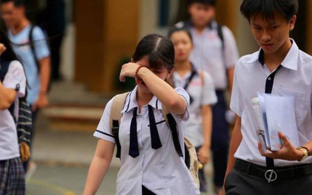 Nhà trường lên tiếng vụ: Mẹ bắt con quỳ vì 7 năm học sinh giỏi, mà giờ lớp 10 trường tư cũng không nhận - Ảnh 1.