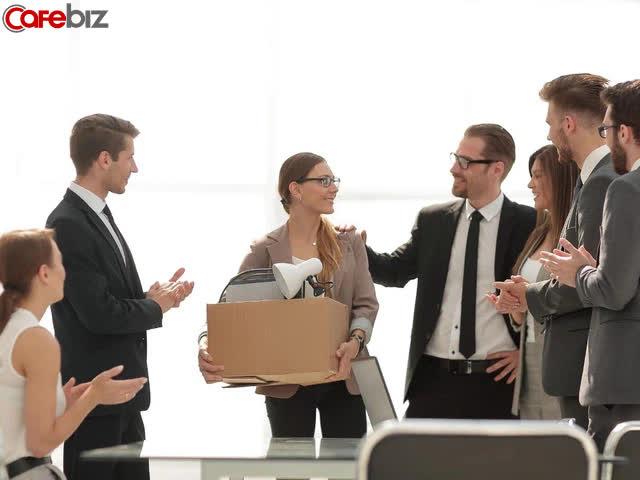 Từ bỏ công việc gắn bó 4 năm, lương tốt, thăng tiến thuận lợi để đi nước ngoài học MBA: Có phải tôi đang lãng phí tiền bạc và thời gian? - Ảnh 1.