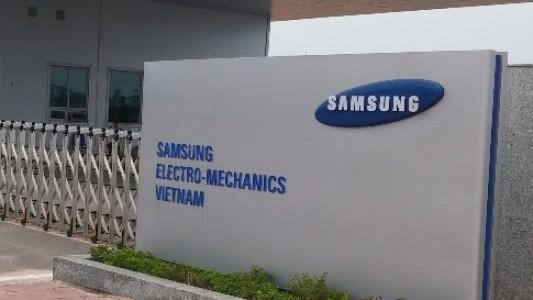 Bán mảng gia công linh kiện iPhone, hàng tỷ USD doanh số và xuất khẩu của Samsung tại Việt Nam sẽ bị ảnh hưởng? - Ảnh 1.