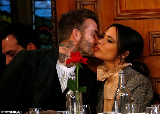 Hôn nhân 22 năm của David Beckham qua bài đăng 465 nghìn like: Chiếc nhẫn cầu hôn gần 2 tỷ và hàng loạt lời tố ngoại tình! - Ảnh 2.