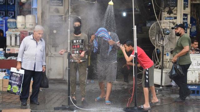 Nợ tiền điện mãi không trả, Iraq bị 'hàng xóm' Iran cắt điện ngay giữa cái nóng 50 độ C - Ảnh 2.