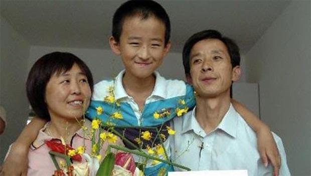 Thần đồng 13 tuổi đã đỗ đại học, đòi cha mẹ mua nhà ở thủ đô mới thi tốt nghiệp: Nhiều người chỉ trích nhưng 8 năm sau  phải thán phục vì điều này - Ảnh 3.