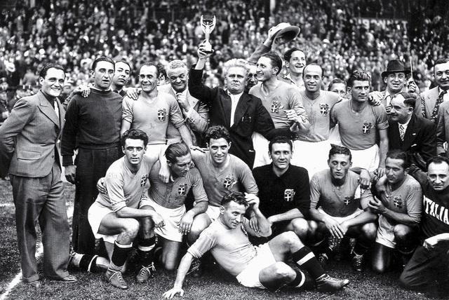 Lịch sử đối đầu Italia vs Tây Ban Nha: Những khúc ngoặt không tưởng và 2 kẻ làm nền vĩ đại - Ảnh 1.
