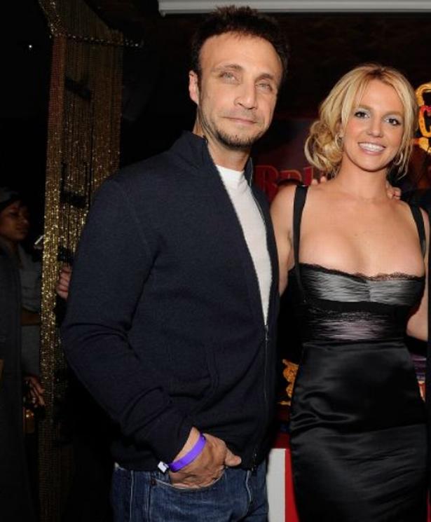 NÓNG: Britney Spears sẽ chính thức giải nghệ, quản lý lâu năm nộp đơn từ chức sau khi bị tố cáo thông đồng bóc lột nữ ca sĩ - Ảnh 4.