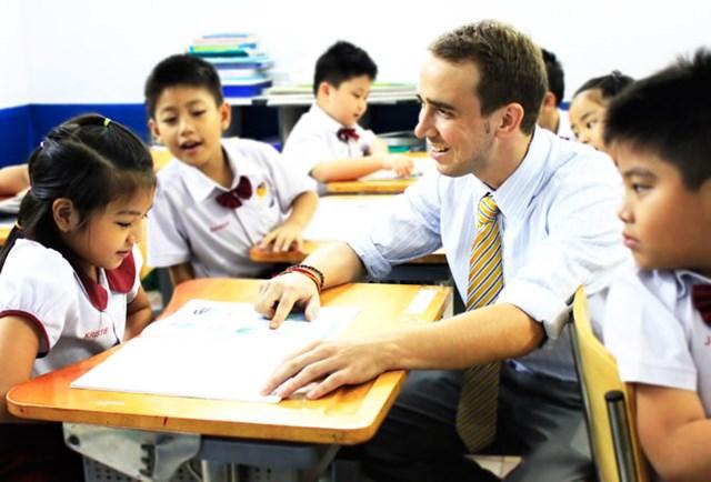 """Nhiều cha mẹ chi tới 50 triệu đồng cho con luyện IELTS từ tiểu học, giáo viên tiếng Anh kinh nghiệm 20 năm chỉ ra vì sao không nên ép con """"luyện gà"""" quá sớm - Ảnh 1."""