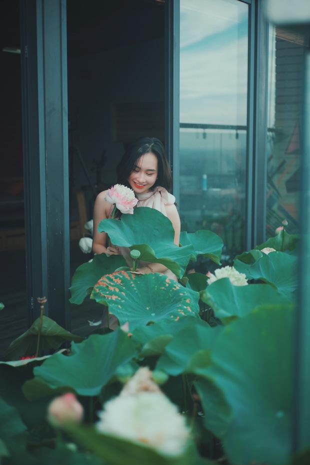Hồ sen trên tầng 30 của penthouse 300m2: Anh chồng lần đầu giải đáp chuyện chống thấm, tiết lộ có hoa thơm cho vợ sống ảo lại còn thêm cua đồng để nấu canh - Ảnh 1.