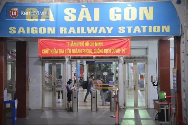Đường sắt tạm dừng bán vé cho hành khách đi từ Sài Gòn và ngược lại - Ảnh 1.