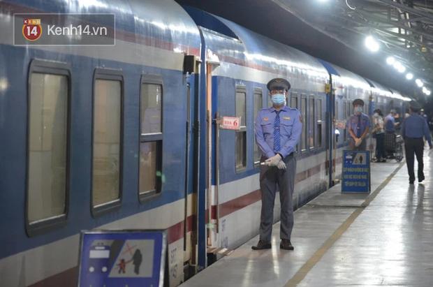 Đường sắt tạm dừng bán vé cho hành khách đi từ Sài Gòn và ngược lại - Ảnh 2.