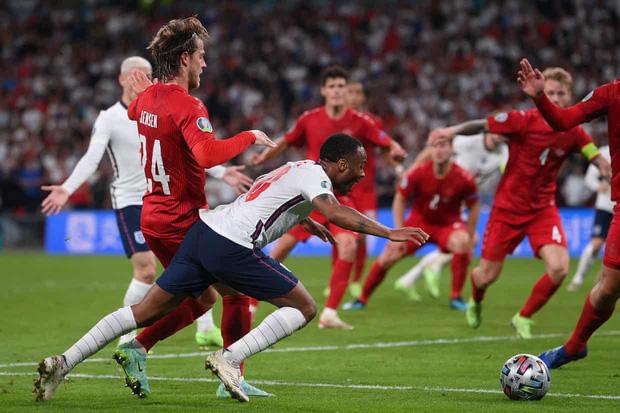 Đánh bại Đan Mạch bằng quả phạt đền gây tranh cãi, tuyển Anh lần đầu tiên trong lịch sử lọt vào trận chung kết Euro - Ảnh 3.