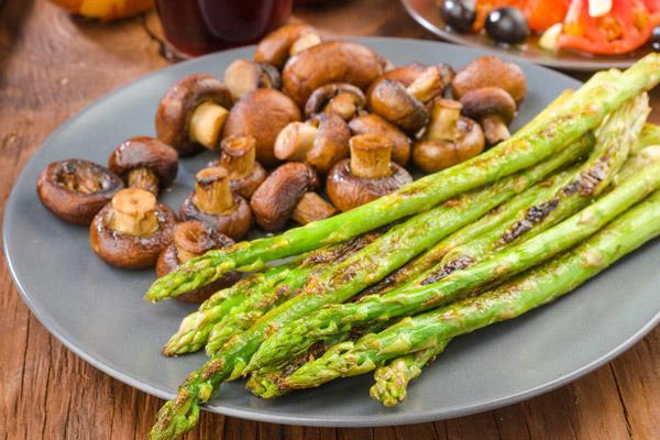 5 loại rau được ví là thuốc làm tan cục máu đông, bảo vệ mạch máu vượt trội, tất cả đều bán rất nhiều ở Việt Nam  - Ảnh 3.