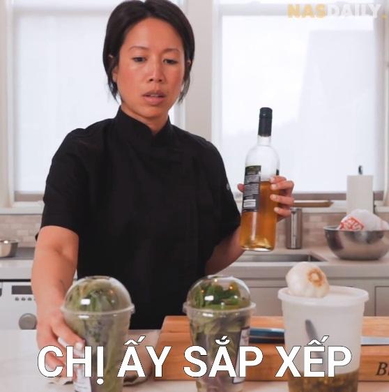 Vua đầu bếp Mỹ gốc Việt - Christine Hà hiếm hoi hé lộ căn bếp và cách sắp xếp vị trí từng lọ gia vị hoàn toàn khác với người bình thường - Ảnh 2.