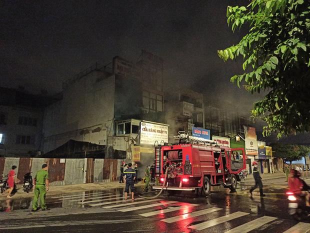 TP.HCM: Căn nhà cháy dữ dội trong thời điểm cách ly xã hội theo Chỉ thị 16 - Ảnh 1.