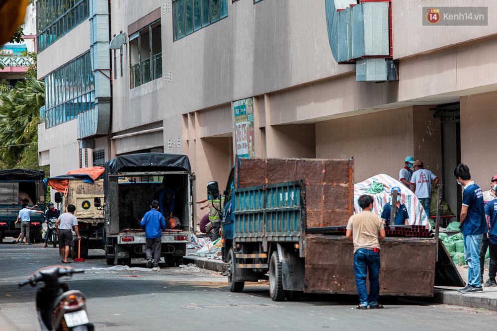 Ảnh: Cận cảnh toà nhà Thuận Kiều Plaza, nơi chuẩn bị được trưng dụng làm bệnh viện dã chiến điều trị COVID-19 - Ảnh 13.