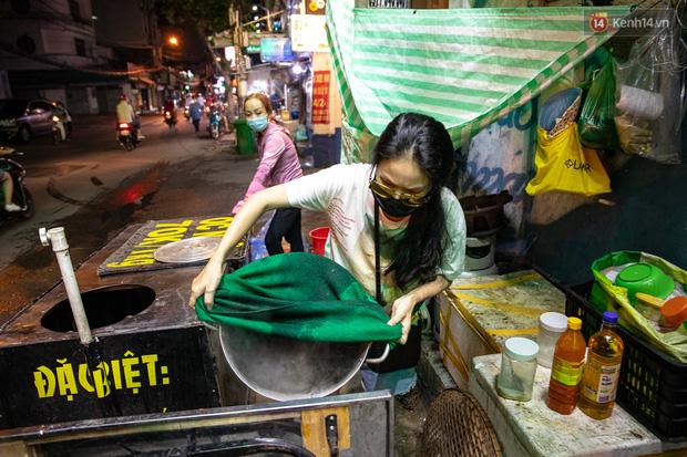 Ảnh, clip: Tấp nập những đơn hàng bán mang về cuối cùng ở Sài Gòn trước giờ giãn cách toàn thành phố - Ảnh 8.