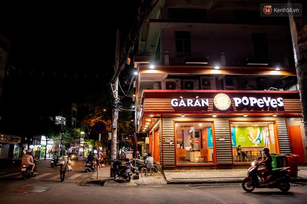 Ảnh, clip: Tấp nập những đơn hàng bán mang về cuối cùng ở Sài Gòn trước giờ giãn cách toàn thành phố - Ảnh 9.