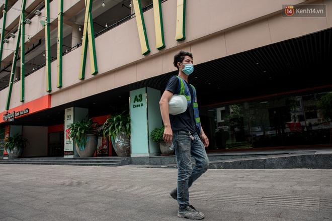 Ảnh: Cận cảnh toà nhà Thuận Kiều Plaza, nơi chuẩn bị được trưng dụng làm bệnh viện dã chiến điều trị COVID-19 - Ảnh 9.