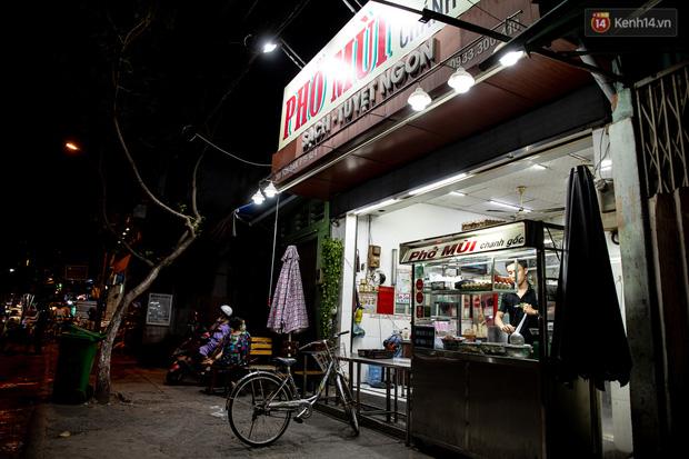Ảnh, clip: Tấp nập những đơn hàng bán mang về cuối cùng ở Sài Gòn trước giờ giãn cách toàn thành phố - Ảnh 10.