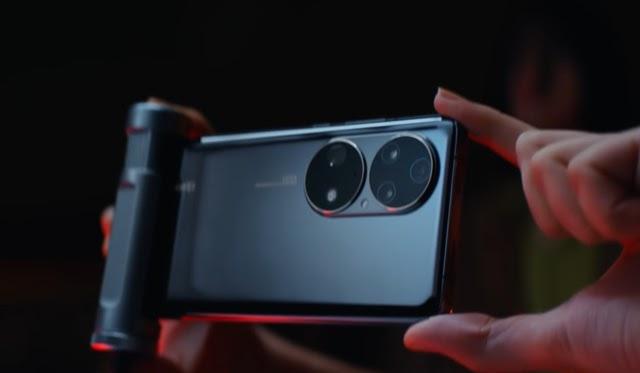 """Có tiền cũng khó mà mua những mẫu smartphone cao cấp, nhiều tính năng """"xịn sò"""" này tại Việt Nam - Ảnh 2."""