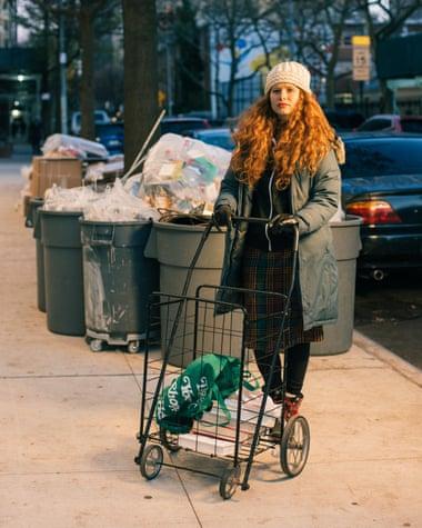 Nổi tiếng vì chuyên bới rác để tìm đồ ăn, cô gái lột trần sự thật về sự lãng phí của các chuỗi cửa hàng nổi tiếng - Ảnh 4.