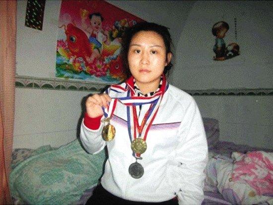 Số phận bi thảm của những cựu quán quân Trung Quốc sau khi giải nghệ: Kẻ tù tội phải mãi nghệ kiếm sống, người bị di chứng dẫn đến vô sinh - Ảnh 6.