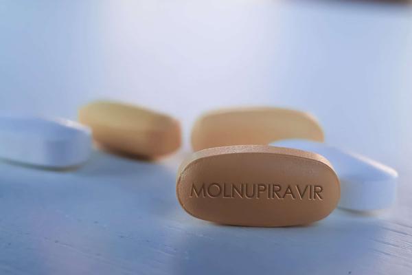 Từ 16/8, Bộ Y tế đưa thuốc Molnupiravir vào triển khai điều trị thí điểm tại nhà F0 có kiểm soát tại TP.HCM - Ảnh 1.