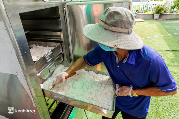 Chuyện cư dân chung cư ở Sài Gòn nấu hàng trăm suất ăn mỗi ngày tiếp sức các Bệnh viện dã chiến: Những người tham gia phải có xét nghiệm âm tính - Ảnh 14.