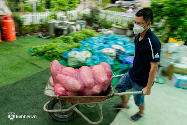 Chuyện cư dân chung cư ở Sài Gòn nấu hàng trăm suất ăn mỗi ngày tiếp sức các Bệnh viện dã chiến: Những người tham gia phải có xét nghiệm âm tính - Ảnh 15.