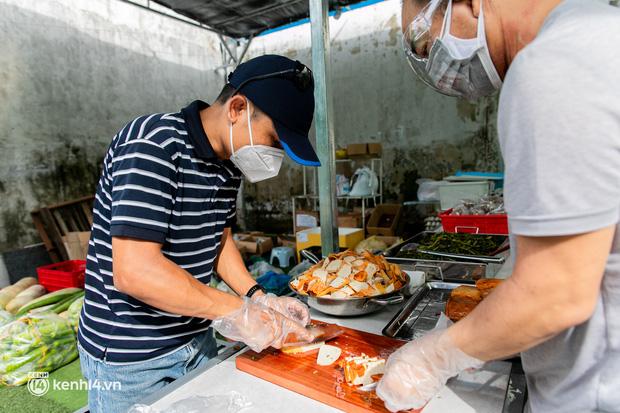 Chuyện cư dân chung cư ở Sài Gòn nấu hàng trăm suất ăn mỗi ngày tiếp sức các Bệnh viện dã chiến: Những người tham gia phải có xét nghiệm âm tính - Ảnh 17.