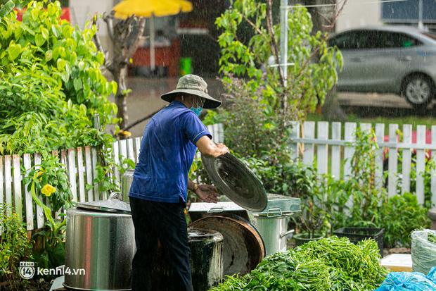 Chuyện cư dân chung cư ở Sài Gòn nấu hàng trăm suất ăn mỗi ngày tiếp sức các Bệnh viện dã chiến: Những người tham gia phải có xét nghiệm âm tính - Ảnh 18.