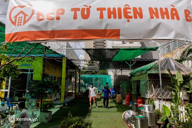 Chuyện cư dân chung cư ở Sài Gòn nấu hàng trăm suất ăn mỗi ngày tiếp sức các Bệnh viện dã chiến: Những người tham gia phải có xét nghiệm âm tính - Ảnh 21.
