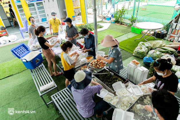 Chuyện cư dân chung cư ở Sài Gòn nấu hàng trăm suất ăn mỗi ngày tiếp sức các Bệnh viện dã chiến: Những người tham gia phải có xét nghiệm âm tính - Ảnh 7.