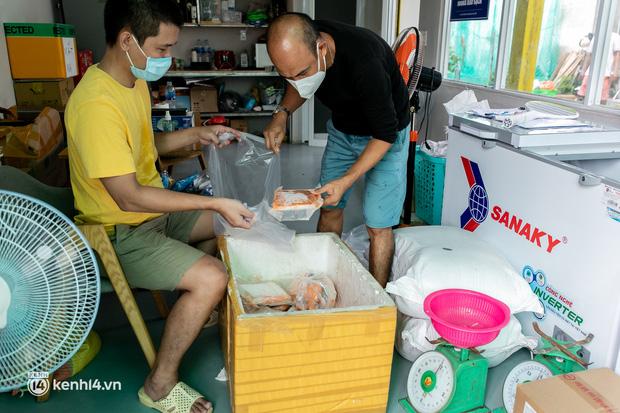 Chuyện cư dân chung cư ở Sài Gòn nấu hàng trăm suất ăn mỗi ngày tiếp sức các Bệnh viện dã chiến: Những người tham gia phải có xét nghiệm âm tính - Ảnh 9.
